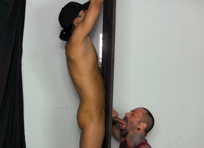 Straight guy shoots load on guy in gloryhole